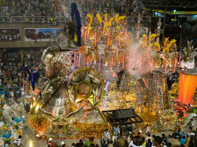 Flutuador e dançarinos, carnaval 2008 de Rio. imagem de stock royalty free