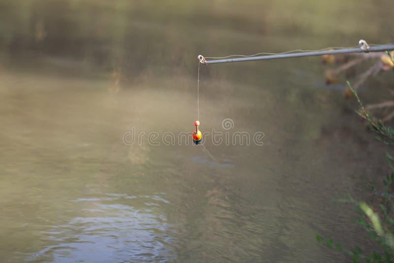 Flutuador para pescar no rio imagens de stock