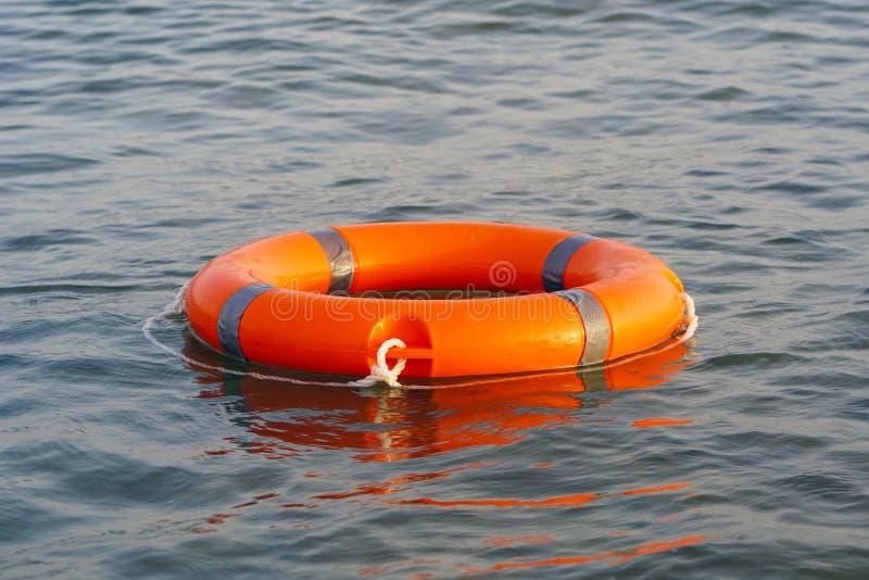 Flutuador vermelho do anel da associa??o do boia salva-vidas fotografia de stock royalty free