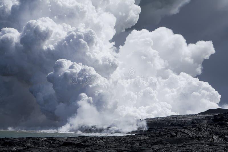 Flux de lave à l'océan 9943 image libre de droits