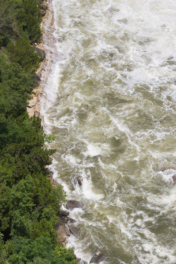 Fluxo da água perigosa imagens de stock royalty free