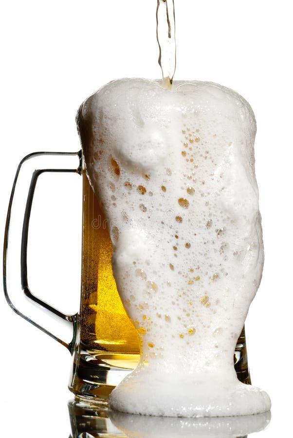 Fluxo da cerveja fotos de stock