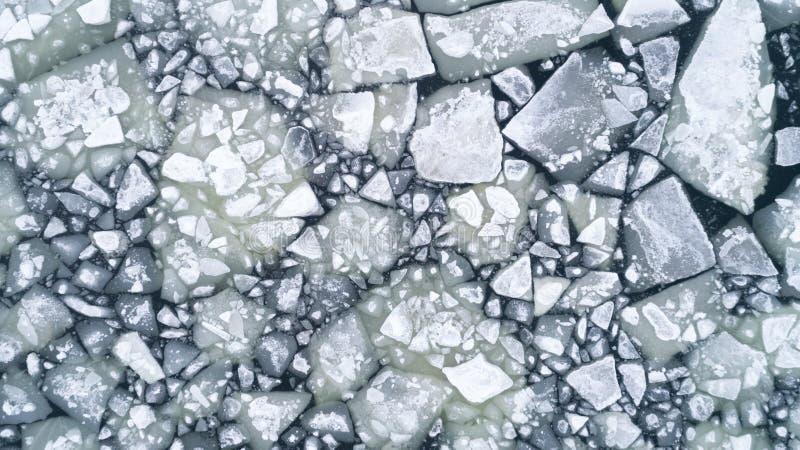Fluxo do gelo do rio, parte superior aérea abaixo da vista fotografia de stock