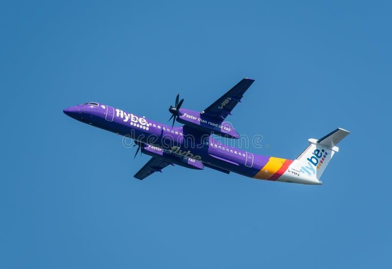 Flybe航空公司投炸弹者破折号离去的曼彻斯特国际机场 免版税图库摄影