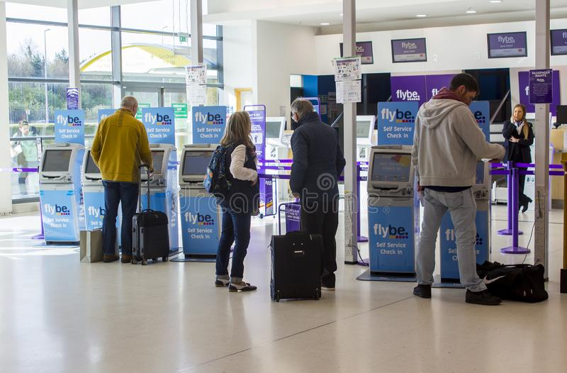 Flybe μόνο - ελέγξτε στα γραφεία στον αερολιμένα πόλεων του Μπέλφαστ στο βόρειο IR στοκ φωτογραφία με δικαίωμα ελεύθερης χρήσης