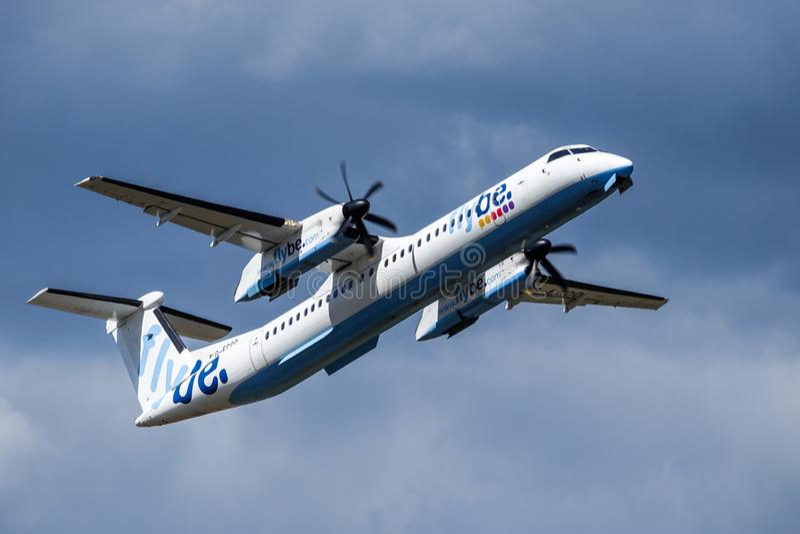 Flybe De Havilland Kanada DHC - 8 - 400 tar av arkivfoton