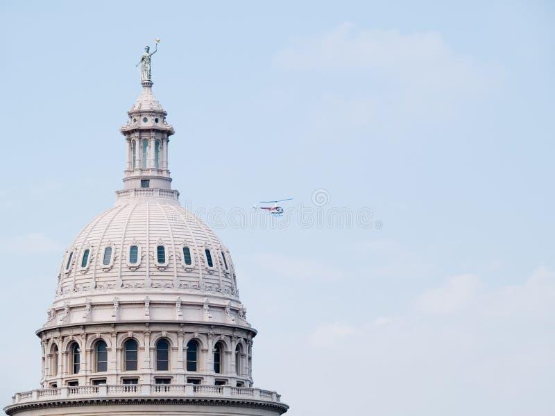 Download Flyby De Capitol D'état Du Texas Image stock - Image du hélicoptère, élections: 737661