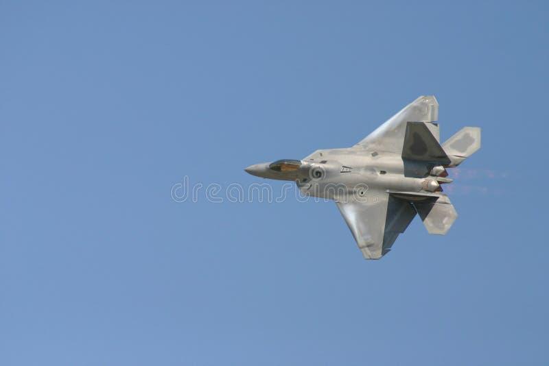 Flyby del rapaz F-22 imagen de archivo libre de regalías