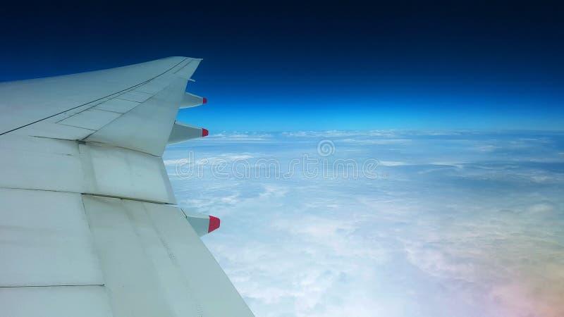 Flyg över den australiska himlen arkivfoton