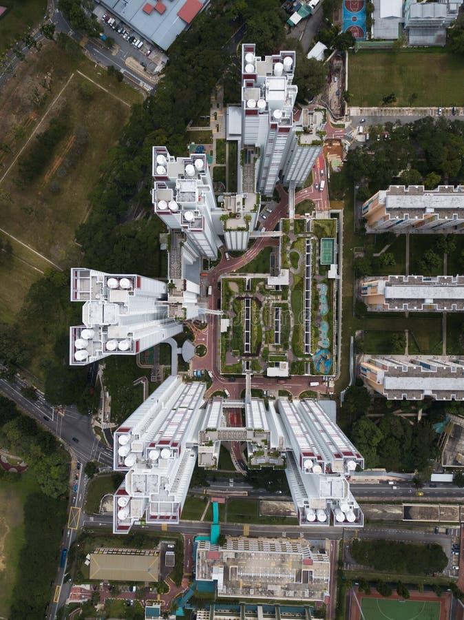 Flyg- över huvudet skott av stads- modern affärsarkitektur arkivfoton