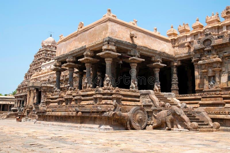 Flyg av moment till agra-mandapa, Airavatesvara tempel, Darasuram, Tamil Nadu Sikt från sydost royaltyfria bilder