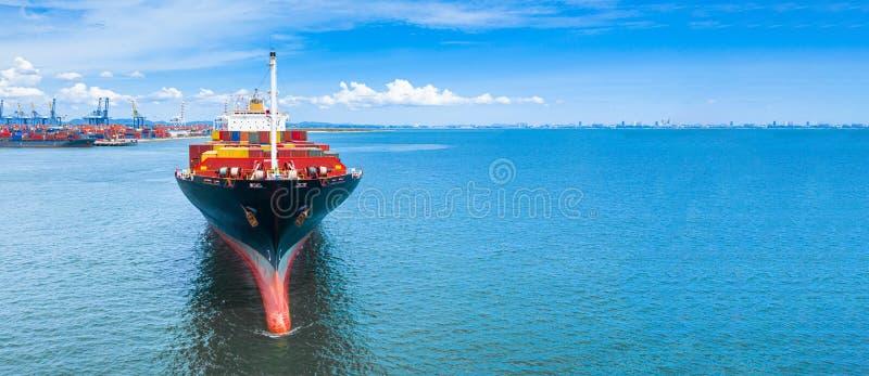 Flyg- behållare för skepp för behållare för sidosikt bärande i den logistiska importexportaffären och trans. av internationellt f arkivbild