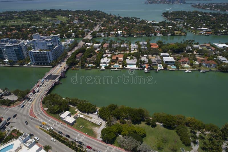 Flyg- bild av den allison ön och den 63rd gataattraktionbron fotografering för bildbyråer
