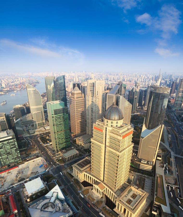 flyg- blå shanghai sky under sikt fotografering för bildbyråer