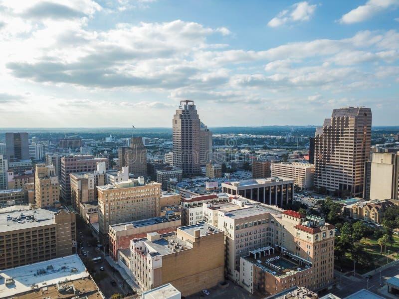 Flyg- Cityscape av i stadens centrum San Antonio, Texas Facing Towards E royaltyfri bild