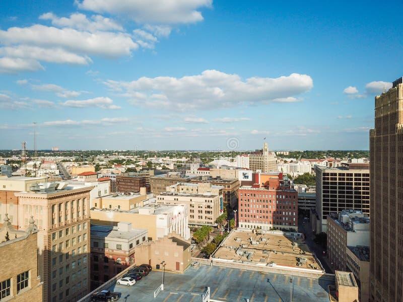 Flyg- Cityscape av i stadens centrum San Antonio, Texas Facing Towards E royaltyfri fotografi