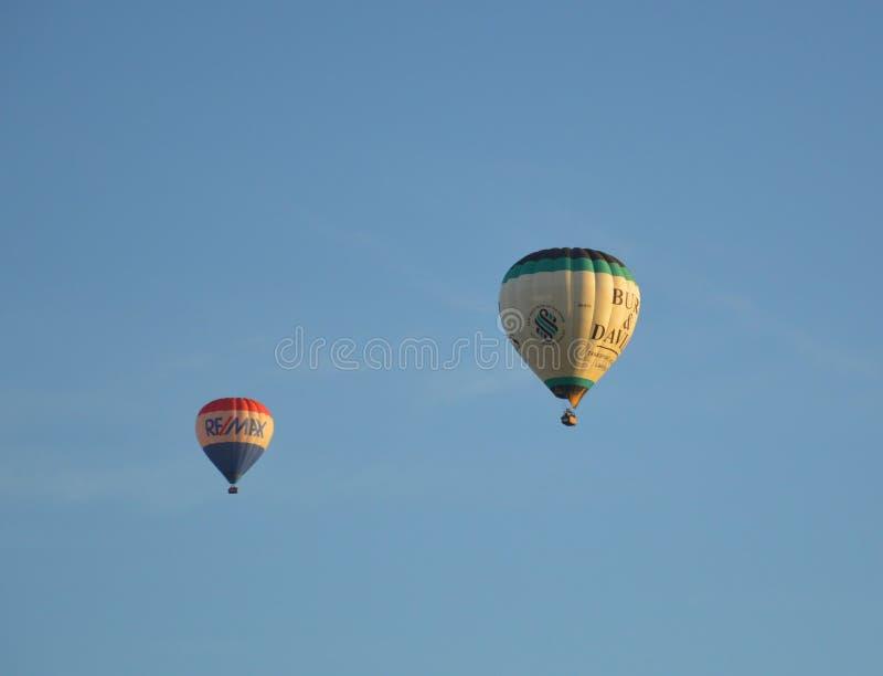 Flyg för ballong för varm luft över Melbourne fotografering för bildbyråer