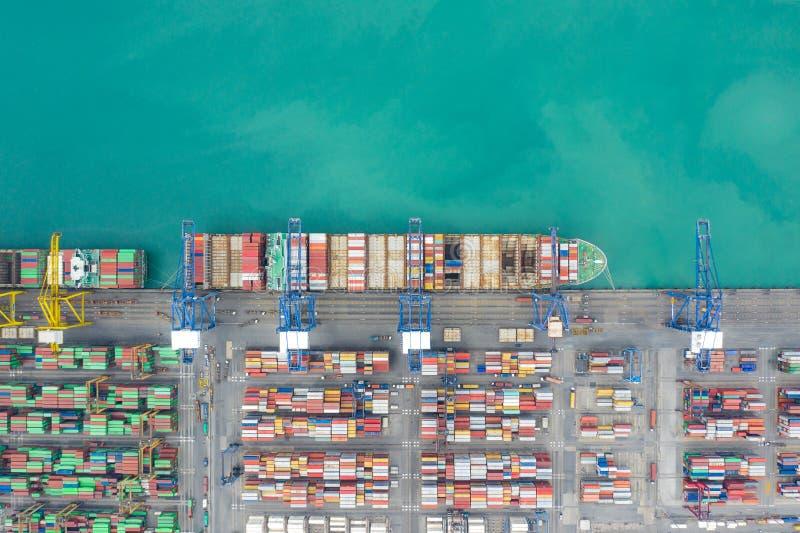 Flyg- för behållarelastfartyg för bästa sikt arbete Affärsimportexport som är logistisk, och trans. av internationellt med skeppe arkivfoto
