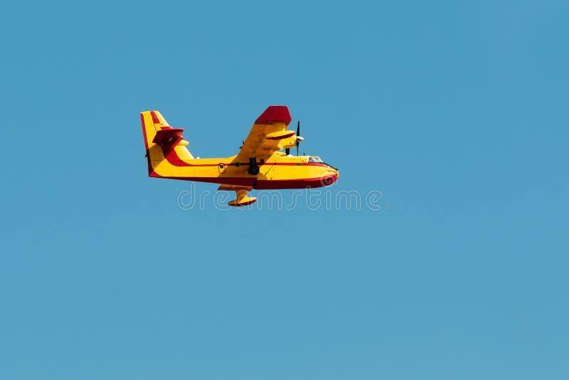 Flyg för flygplan för brandstridighet fotografering för bildbyråer