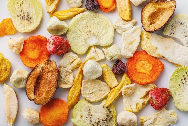 Flyg- frasigt mellanmål från frukter och grönsaker fotografering för bildbyråer