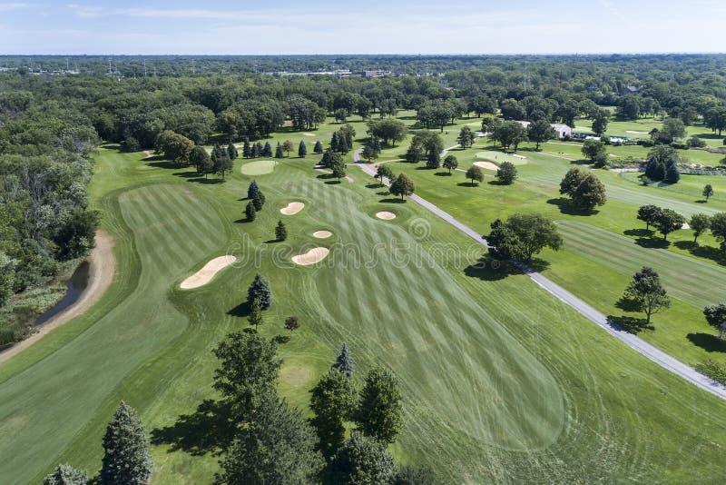 Flyg- golfbanasikt royaltyfria foton