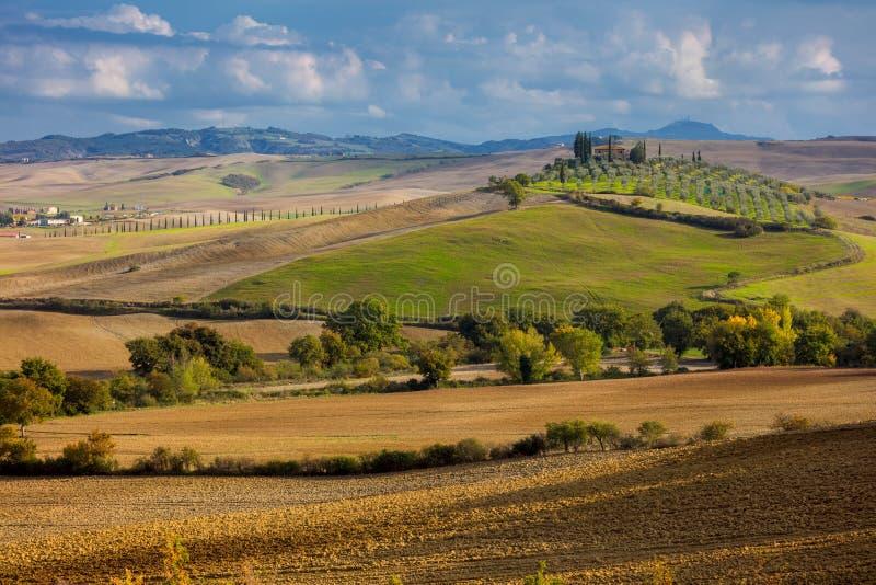 Flyg- landskap av den härliga bygddalen, Tuscany fotografering för bildbyråer