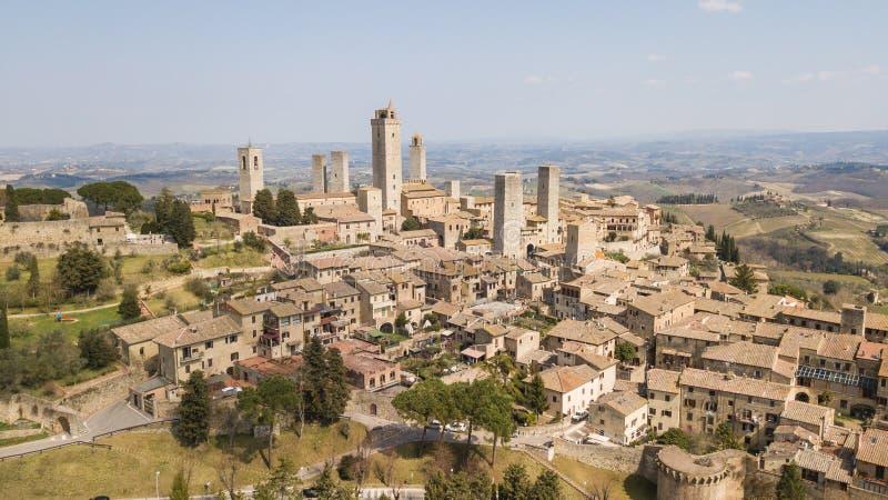 Flyg- landskap för surr av den underbara byn av San Gimignano Ett UNESCOvärldsarv italy tuscany royaltyfri foto