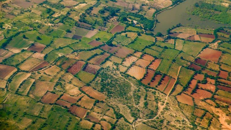 Flyg- landskapsikt av fält och ängar royaltyfri foto