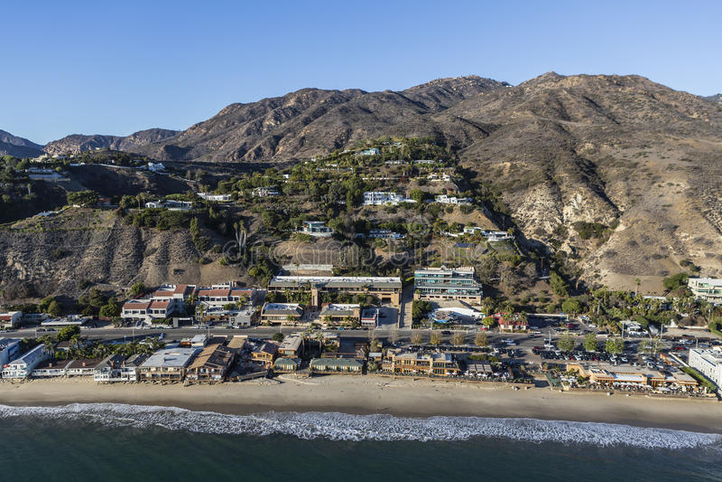 Flyg- Malibu Kalifornien Beachfront utveckling royaltyfri foto
