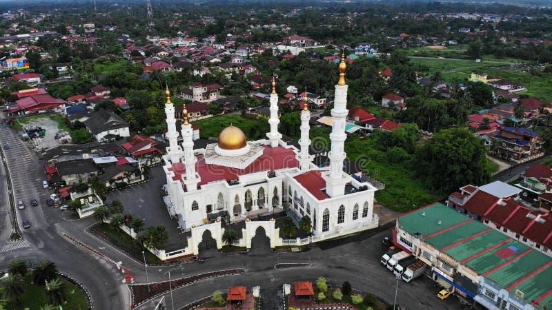Flyg- morgonsikt av al-Ismailimoskén på Pasir Pekan, Kelantan, Malaysia arkivbild