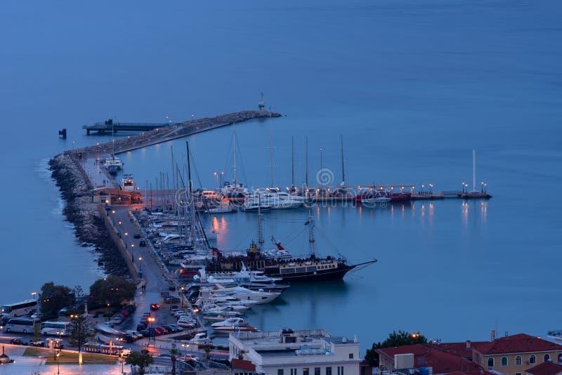Flyg- nattsikt av den Zakynthos Zante staden Härlig cityscapepanorama av den Grekland staden Resande begreppsbakgrund royaltyfri bild