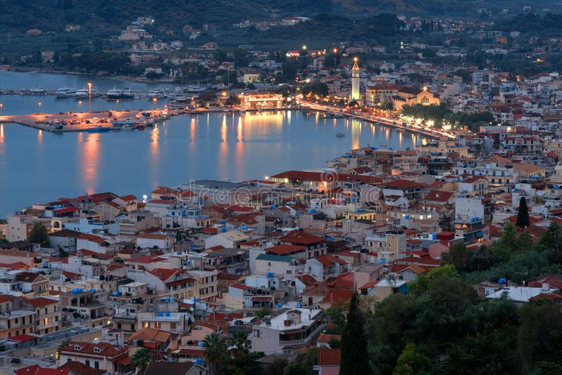 Flyg- nattsikt av den Zakynthos Zante staden Härlig cityscapepanorama av den Grekland staden Resande begreppsbakgrund royaltyfri fotografi