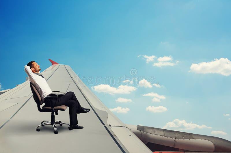Flyg och vila för man royaltyfri foto