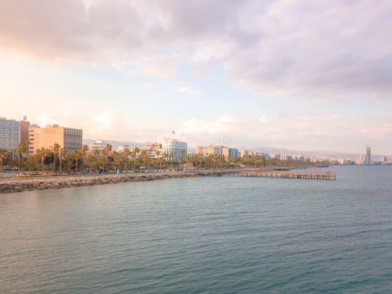 Flyg- panorama av i stadens centrum promenad i Limassol Lemesos, Cypern arkivbild