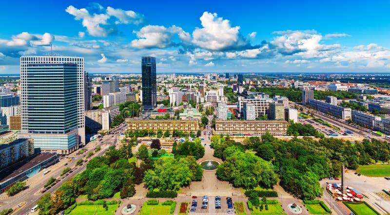 Flyg- panorama av Warsaw, Polen royaltyfri foto