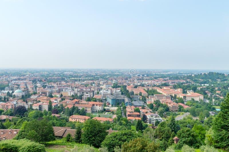 Flyg- panorama- cityscapesikt av Bergamo royaltyfria foton