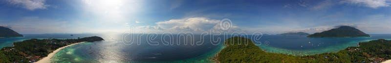 Flyg- panoramasikt på den Ko Lipe ön royaltyfria bilder