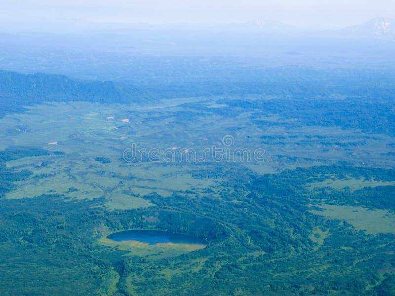 Flyg- panoramasikt till den Kamchatka floder och tundran på den Kamchatka halvön, Ryssland royaltyfri fotografi