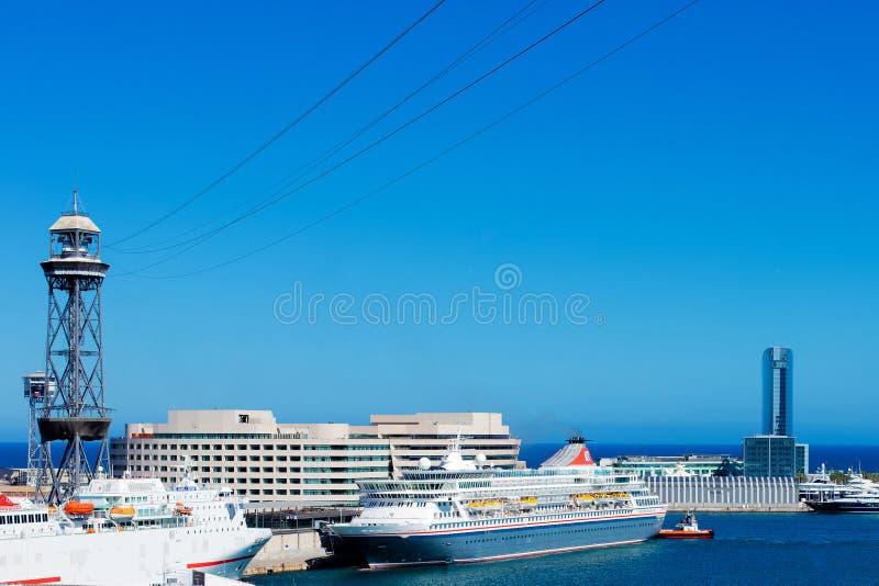 Flyg- panoramautsikt över industriell portmarina från Montjuic royaltyfri foto