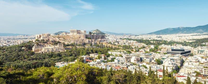 Flyg- panoramautsikt av Aten med akropolkullen, Grekland arkivbilder