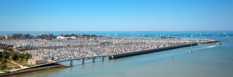 Flyg- panoramautsikt av den Les Minimes marina och Atlanticet Ocean i La Rochelle France royaltyfria foton