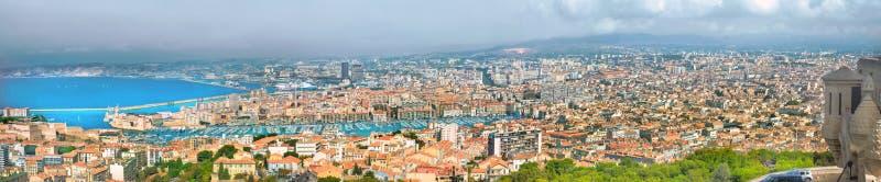 Flyg- panoramautsikt av gammal port och den Marseille staden france arkivbild