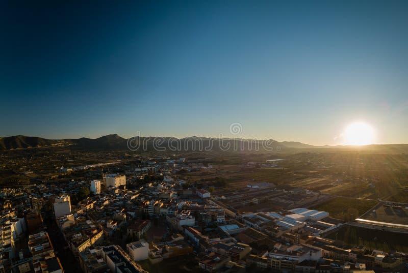 Flyg- panoramautsikt av liten stadkanaler i Spanien arkivbild