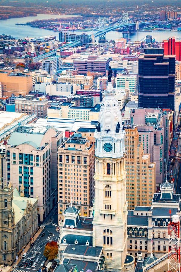 Flyg- Philadelphia cityscape med stadshustornet royaltyfria foton