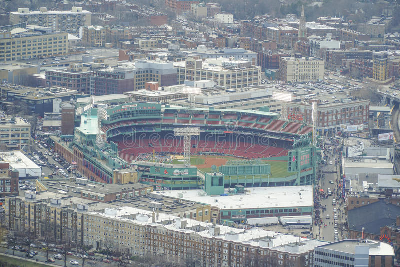 Flyg- sikt över Boston Fenway Park - BOSTON, MASSACHUSETTS - APRIL 3, 2017 royaltyfri bild
