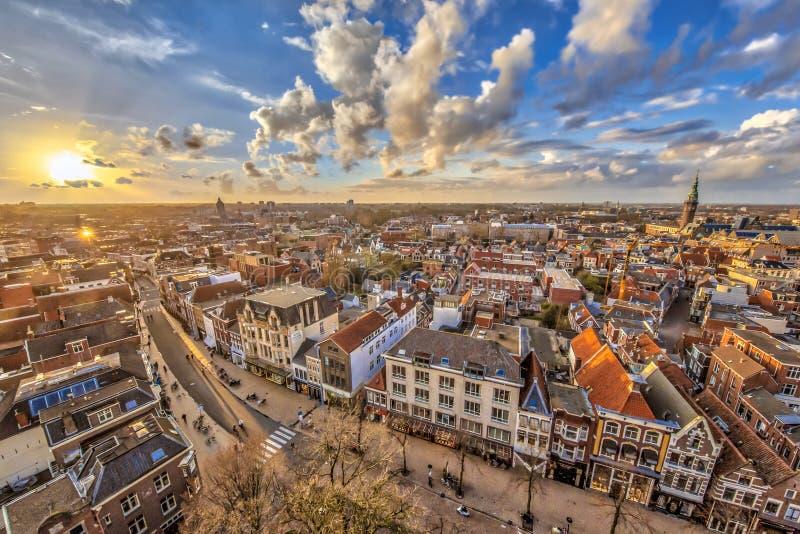 Flyg- sikt över den Groningen staden på solnedgången royaltyfria foton