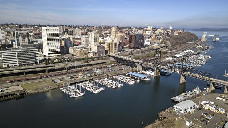 Flyg- sikt över i stadens centrum Tacoma Washington Waterfront Commencement Bay arkivfoton