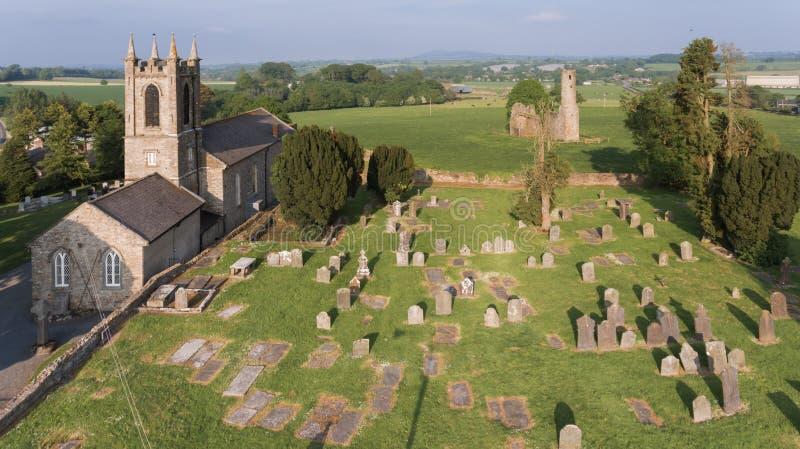 flyg- sikt Abbotskloster och domkyrka för St Mary ` s ferns Co Wexford ireland royaltyfri fotografi