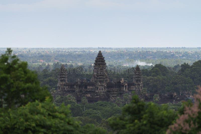 Flyg- sikt av Angkor Wat Sikt från över av den populära forntida buddistiska templet för turist- dragning i Siem Reap, Cambodja royaltyfri bild