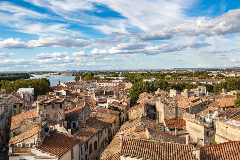 Flyg- sikt av Arles, Frankrike arkivfoto